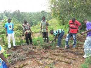 2011.3. 環境学級の生徒が苗木センターで苗木を植える